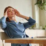 Почему при головной боли не стоит сразу пить таблетки?